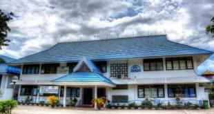 Sekretaris BKKBN Sulteng,Irmawati Serahkan Klinik Swasta Di Lalundu