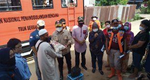 Pemda Tolitoli Serahkan Bantuan Untuk Warga Terdampak Banjir Bandang